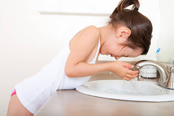 Girl washing face 5 years old girl washing face little girls in panties stock pictures, royalty-free photos & images