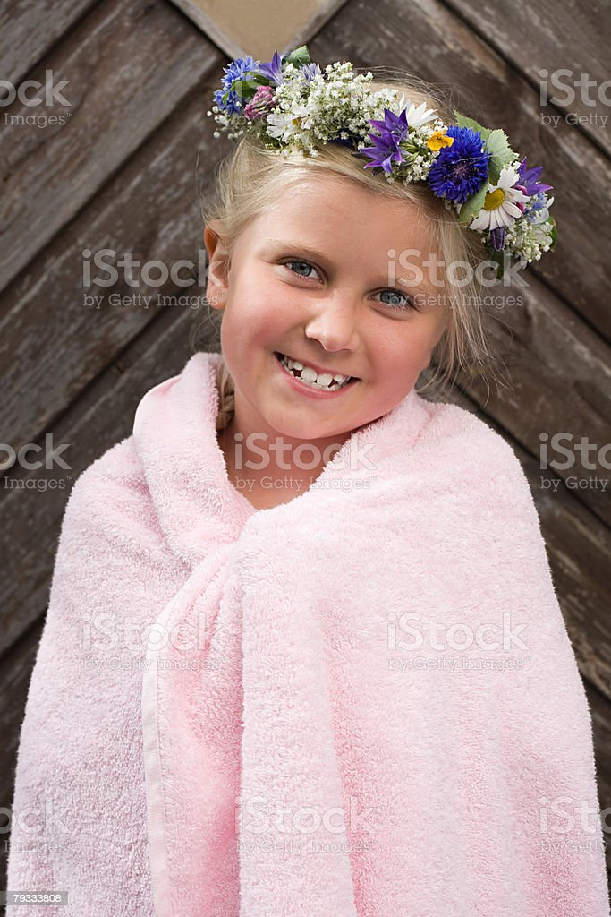 A girl wearing a garland of flowers royalty-free 스톡 사진
