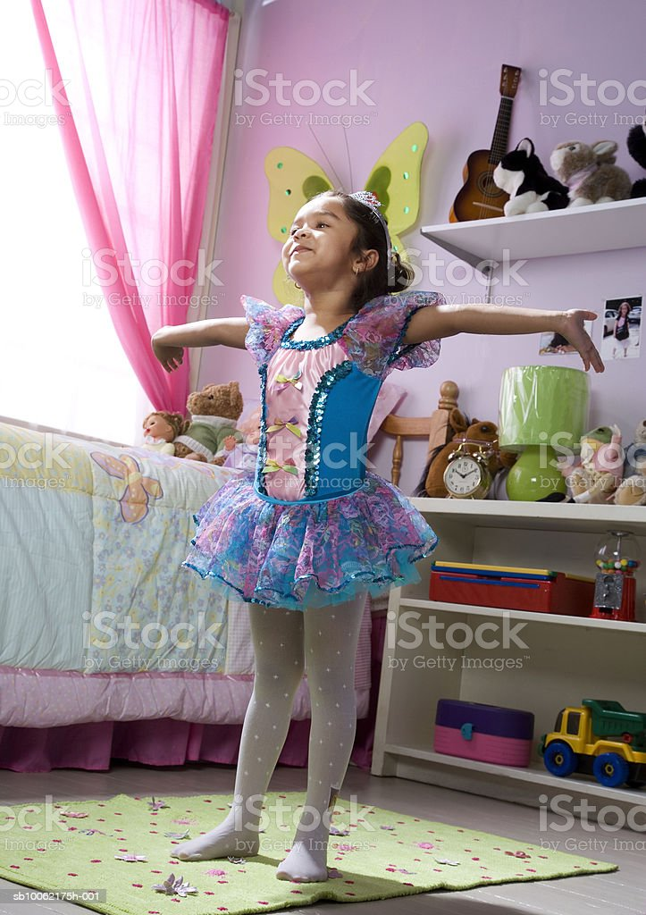 Girl (4-5) wearing fairy costume royalty-free 스톡 사진
