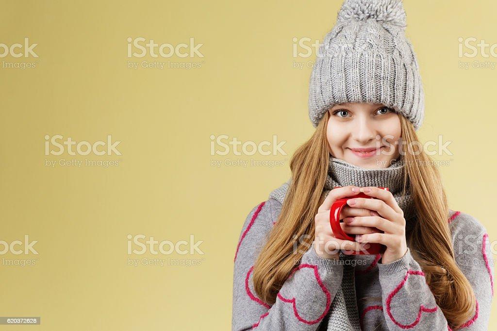 girl wearing gray woolen cap and scarf zbiór zdjęć royalty-free