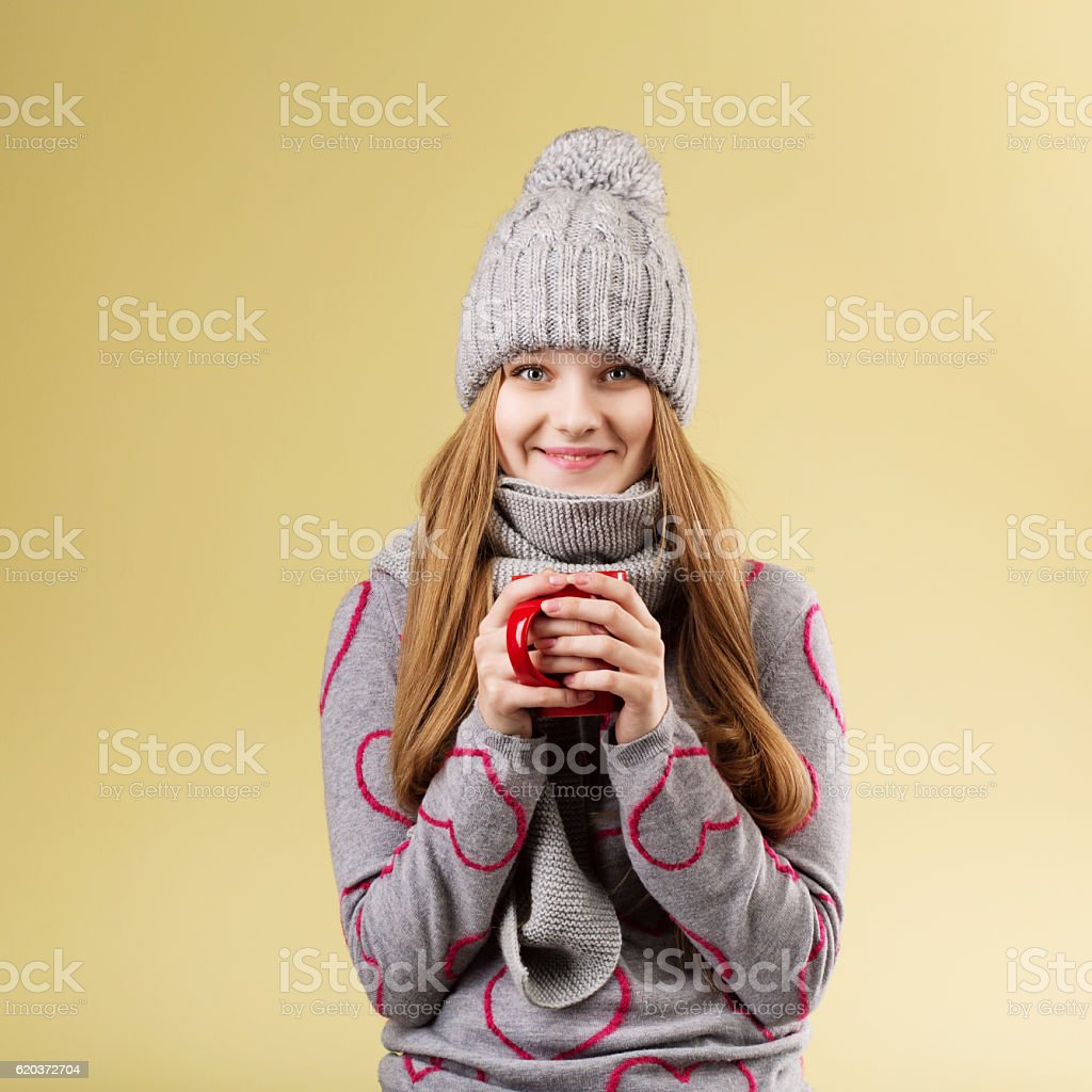 girl wearing gray woolen cap and scarf zbiór zdjęć royalty-free