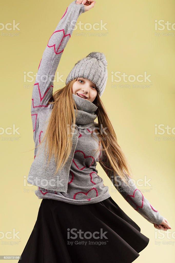 girl wearing gray woolen cap and scarf foto de stock royalty-free