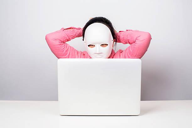 girl wearing mask in front of laptop - camouflagekleidung mädchen stock-fotos und bilder