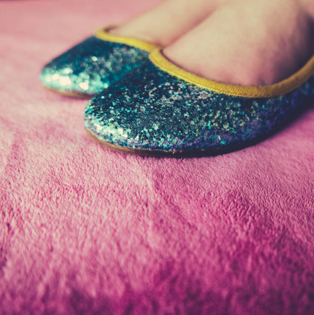 girl wears sequined party shoes - prinzessinnenschuhe stock-fotos und bilder