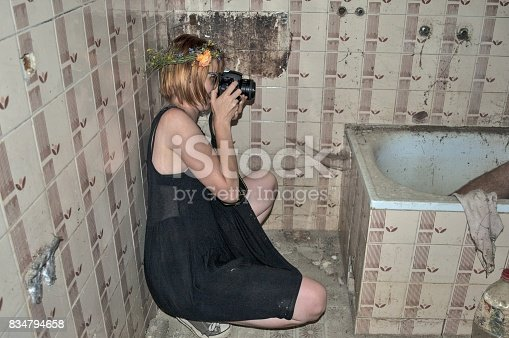 istock Girl with a camera in the bathroom 834794658