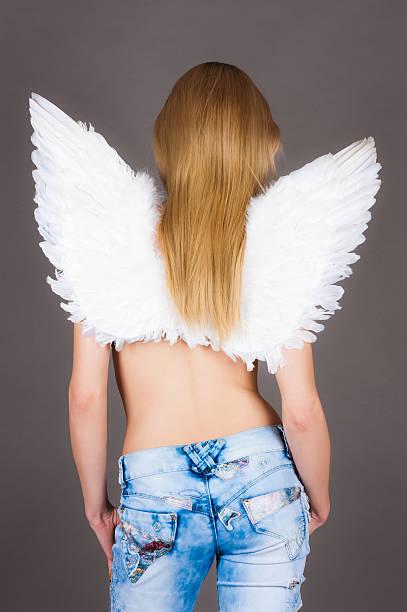 mädchen mit engel flügel - damen hosen angels stock-fotos und bilder