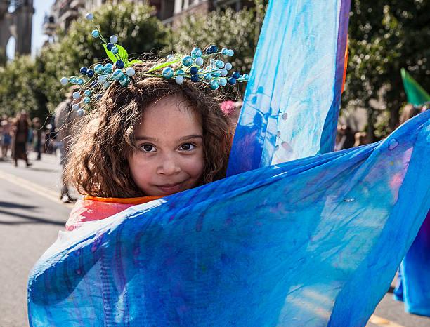 Mädchen mit blauen Cape – Foto