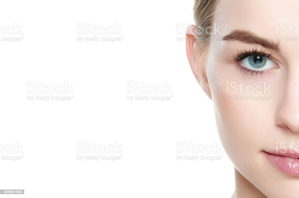 Girl with blue eyes, looking at camera smiling. Beauty portrait. foto stock royalty-free