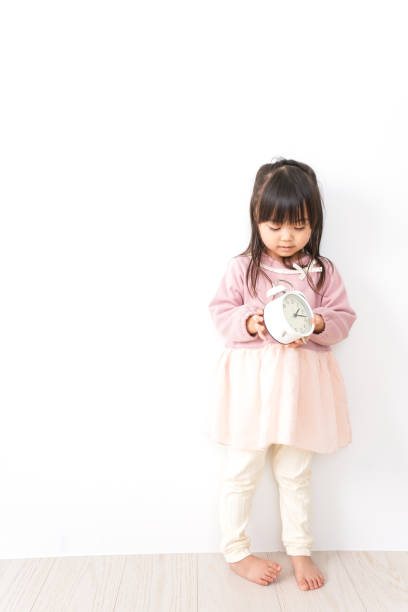 時計と女の子 ストックフォト