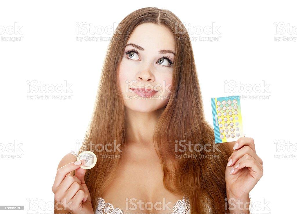 Menina com contraceptives - foto de acervo