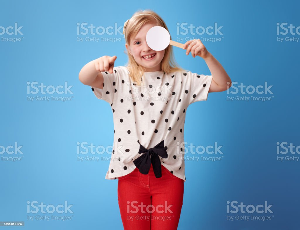 girl with covered one eye taking the visual acuity test and pointing in camera zbiór zdjęć royalty-free