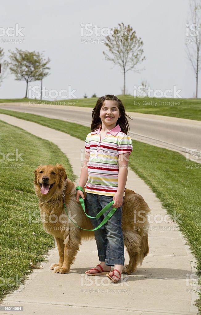 Ragazza con cane foto stock royalty-free