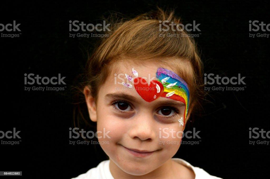 Madchen Mit Gesicht Gemalt Mit Regenbogen Stock Fotografie Und Mehr