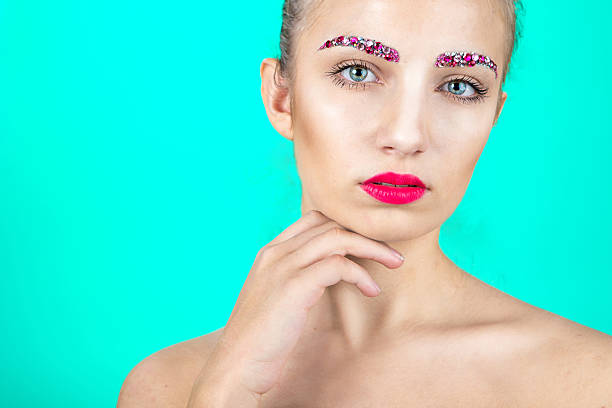 mädchen mit mode-make-up - türkise haare stock-fotos und bilder