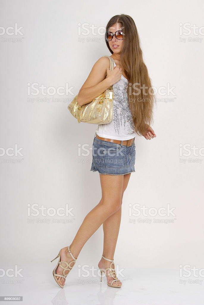 Chica con bolso dorado foto de stock libre de derechos