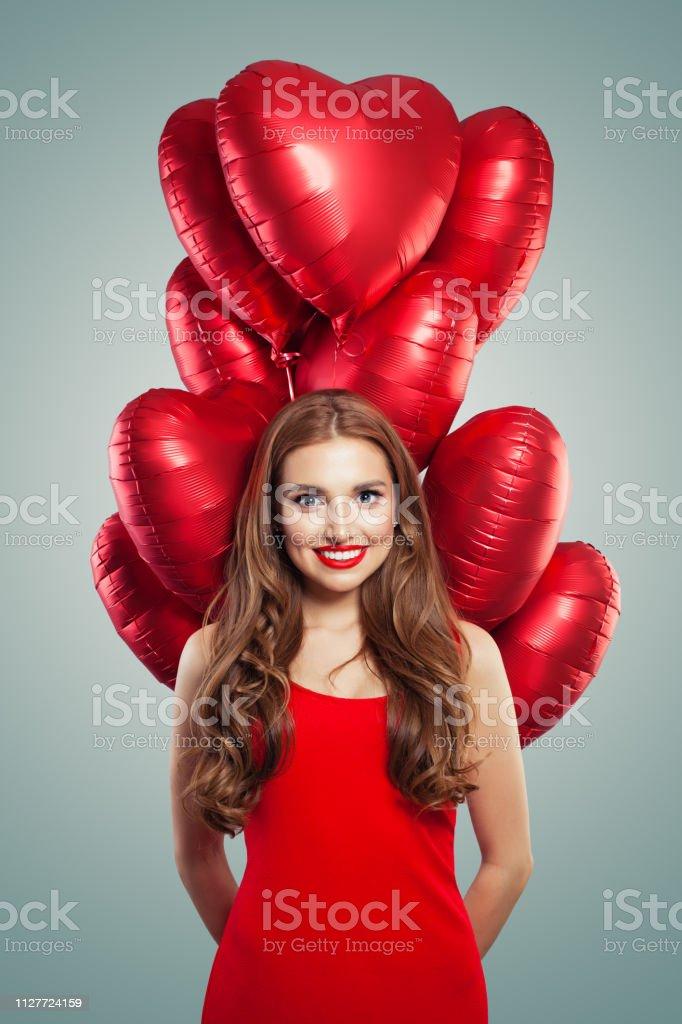 Niña Con Globos De Corazón Mujer Con El Maquillaje De Labios