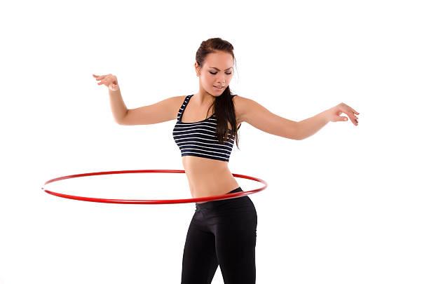 mädchen mit hula-hoop - hula hoop workout stock-fotos und bilder