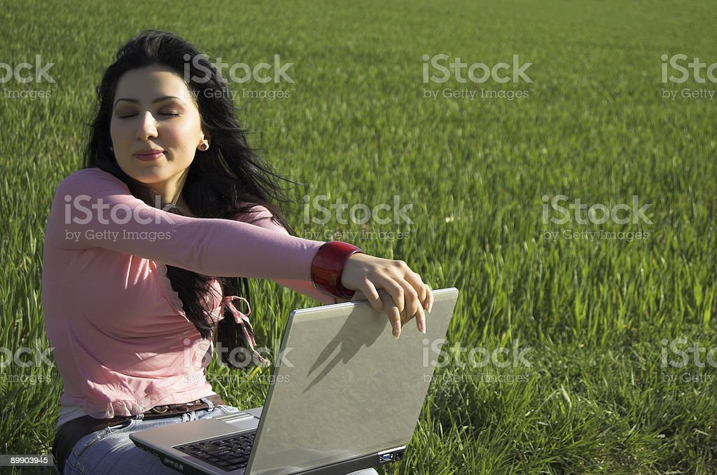 Mädchen mit laptop Lizenzfreies stock-foto