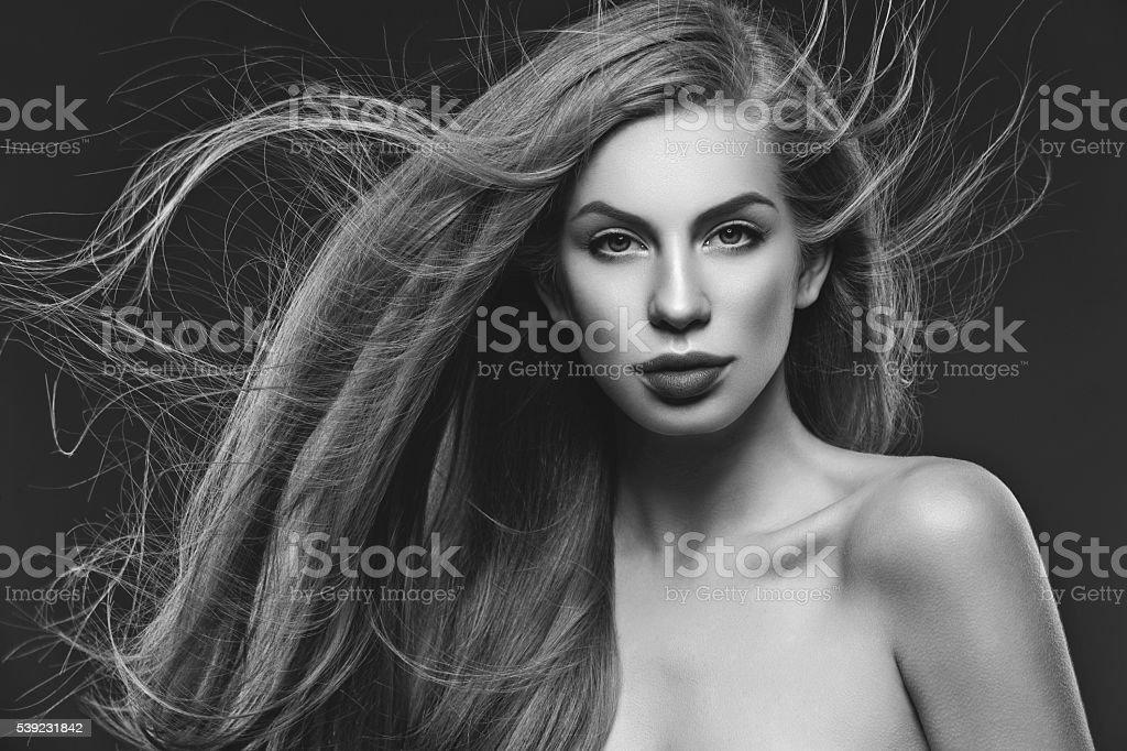 Chica con largo cabello  foto de stock libre de derechos