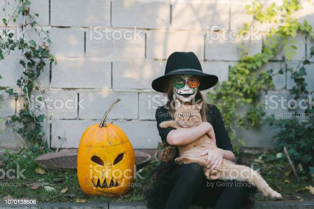 Girl with mexican halloween make up outdoors picture id1070138606?b=1&k=6&m=1070138606&s=612x612&h=9pbdn15z7ifguu 3u5ohhkvcu5eg3wbpob0cvwvojpy=