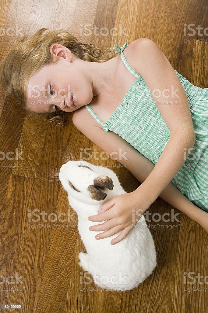 少女と pet rabbit ロイヤリティフリーストックフォト