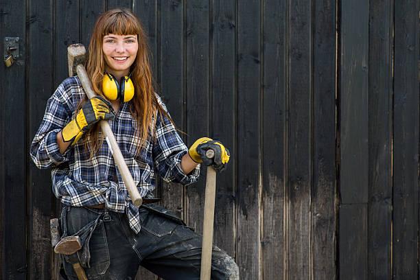Mädchen mit einem Vorschlaghammer – Foto