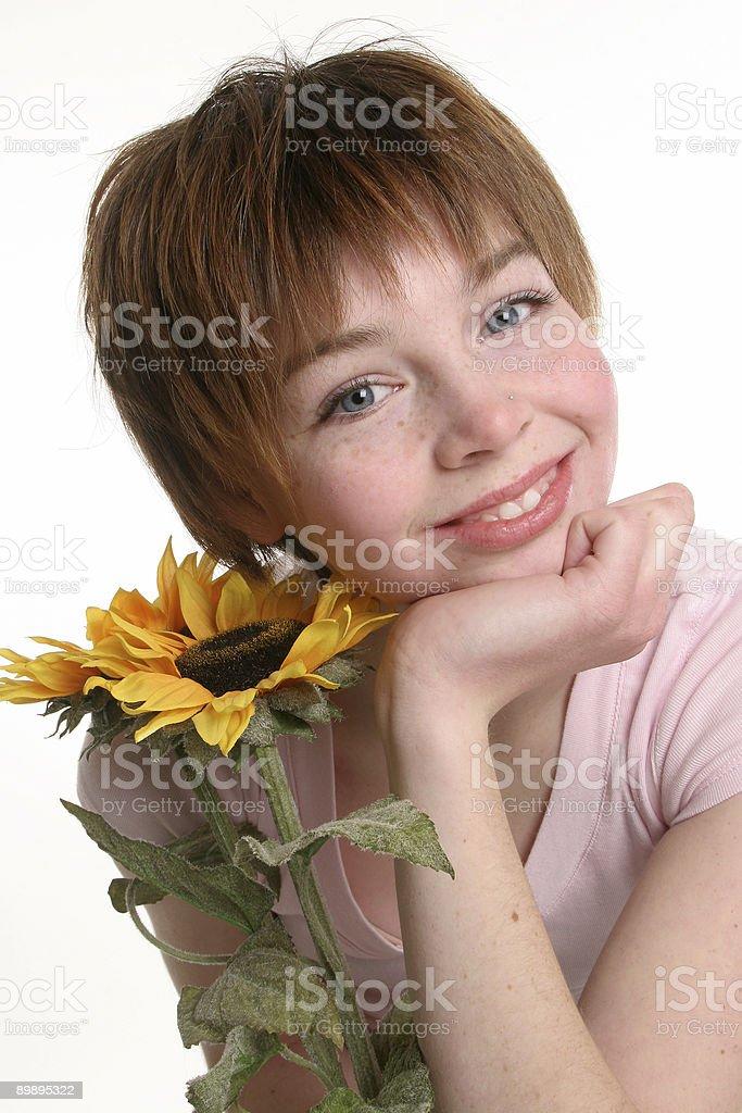Chica con girasol foto de stock libre de derechos