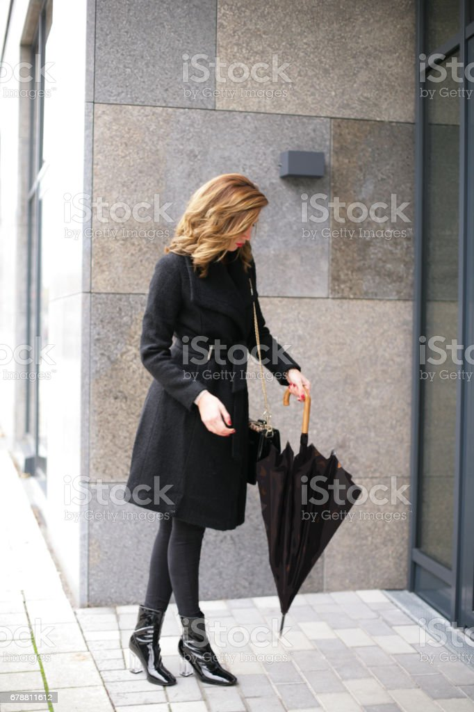 Fille avec parapluie photo libre de droits