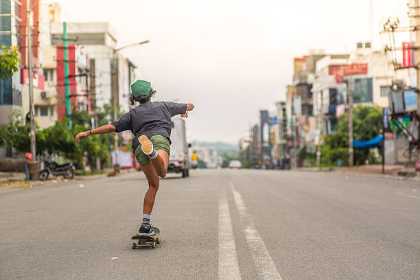 Girl_skateboard_city – Foto