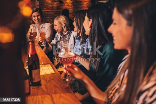 933516938 istock photo Girlfriends in a pub 933517308