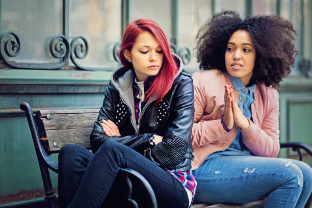 Copines en conflit sont mutuellement bouder - Photo