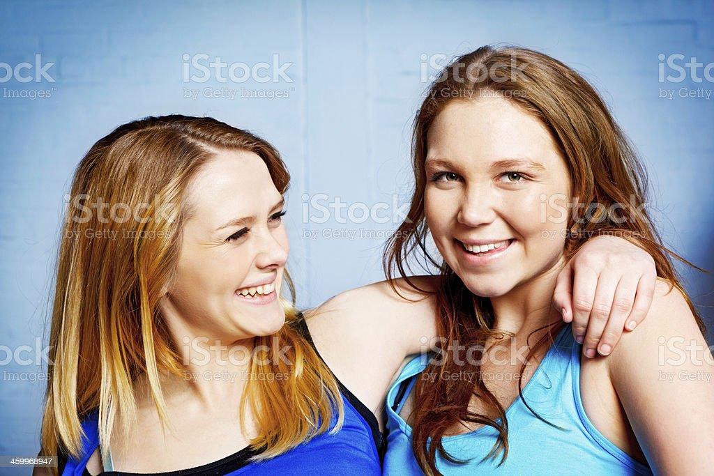 Girlfriends! Two pretty teenage blondes hug, smiling stok fotoğrafı