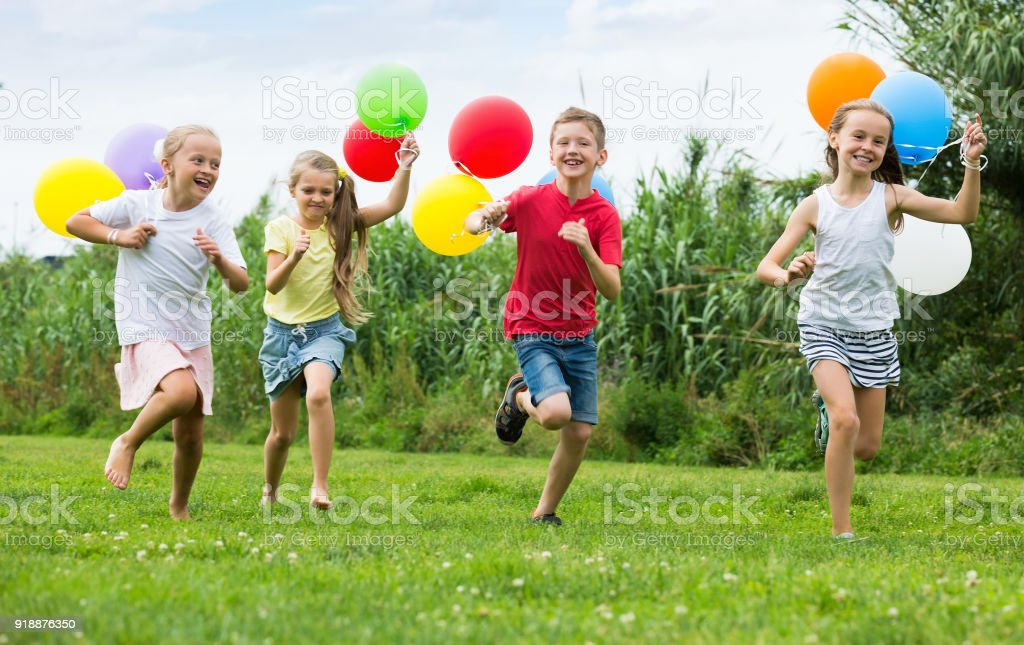https://media.istockphoto.com/photos/girls-and-boy-with-balloons-picture-id918876350