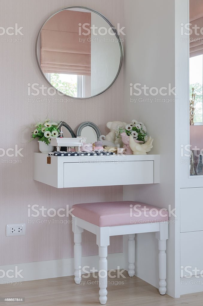 Charmant Girls Dressing Table With Pink Chair Stock Photo   Download Image Now