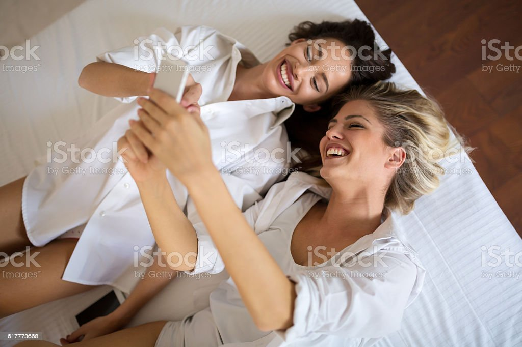 Girls hanging out in the morning - foto de stock