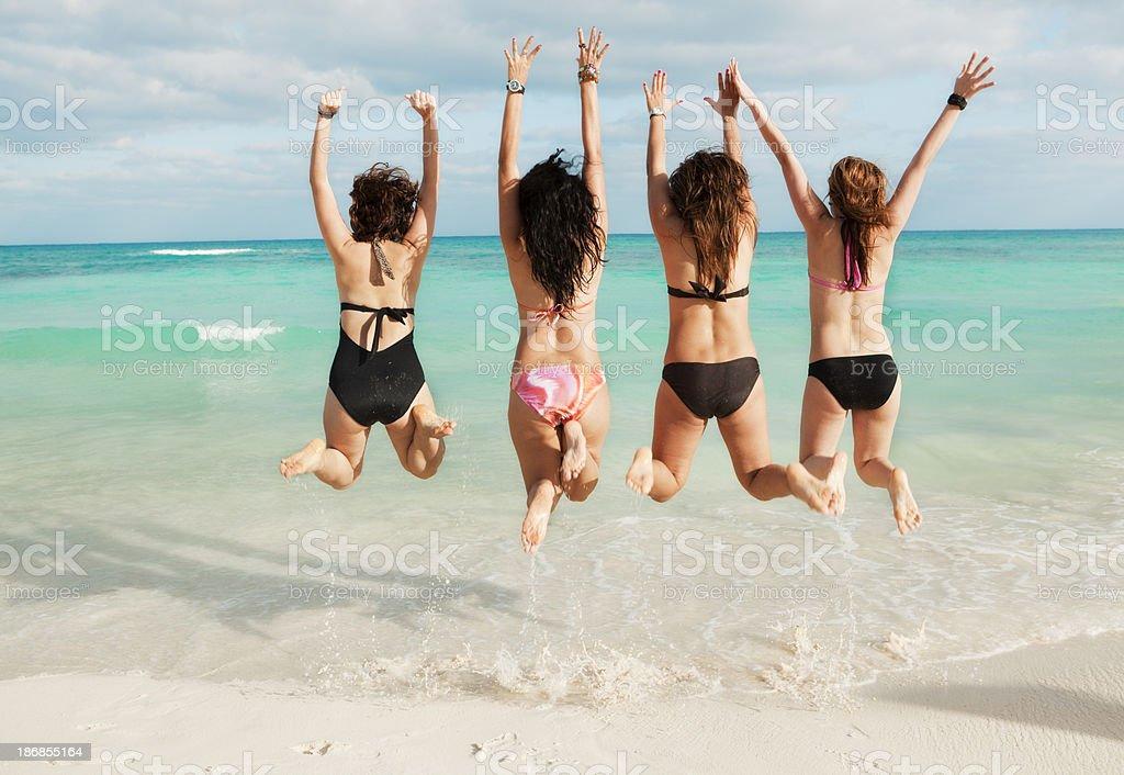 playa del carmen beach girls