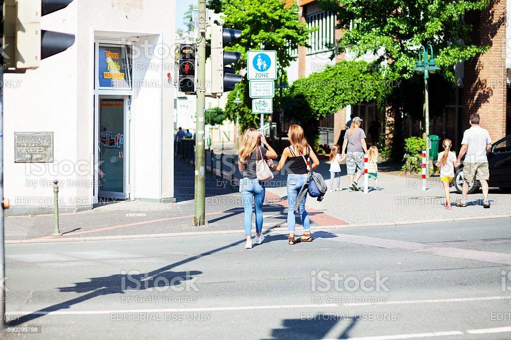 Girls in jeans on crosswalk royaltyfri bildbanksbilder