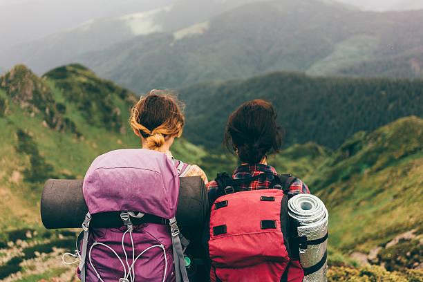 ガールズの山 - 自然旅行 ストックフォトと画像