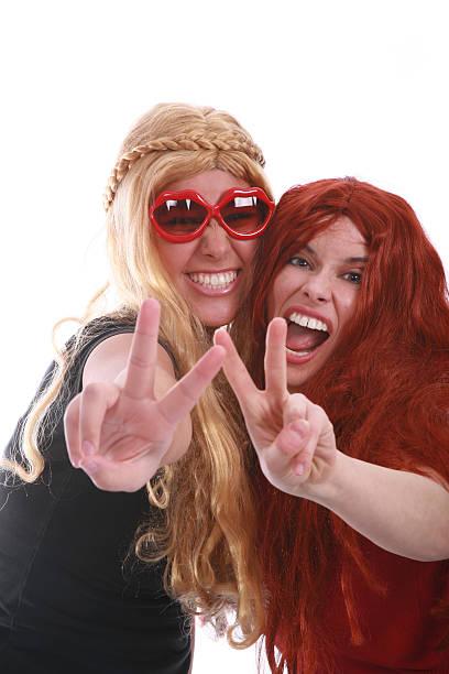 girls wanna just have fun - hippie kostüm damen stock-fotos und bilder