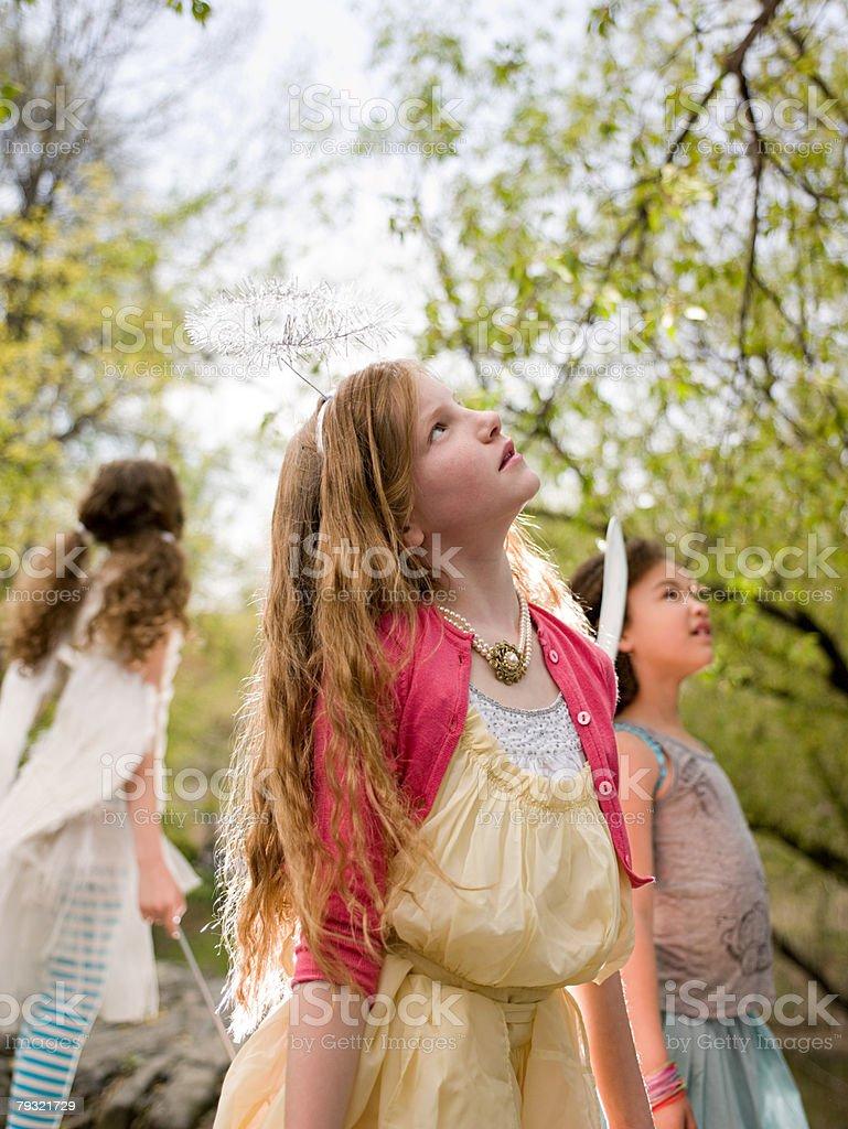 Girls looking up 免版稅 stock photo