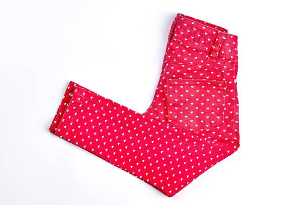 neues mädchen rot gemusterte jeans. - bedruckte leggings stock-fotos und bilder
