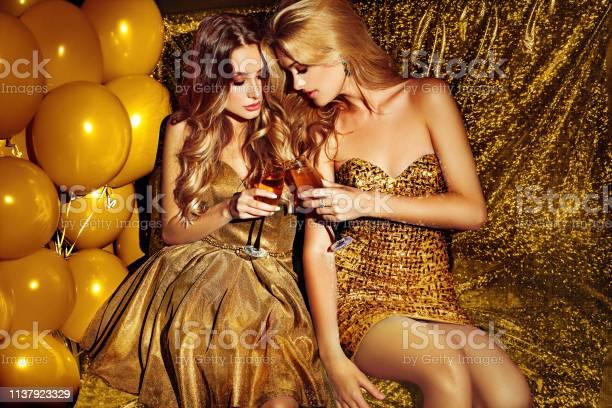 Girls on lounge celebrating picture id1137923329?b=1&k=6&m=1137923329&s=612x612&h=y300tfmch1wlgj1d7ffle smuf9udeymr0z5oqi2akw=