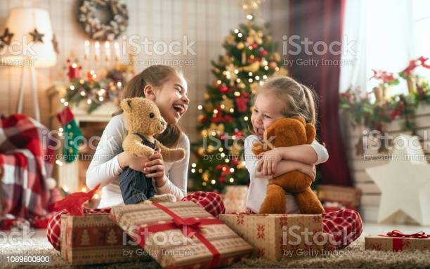 Girls opening christmas gifts picture id1069600900?b=1&k=6&m=1069600900&s=612x612&h= hxcnak2vc dfdr5i1u921cfjlbqnhrii0zetyyqq2w=