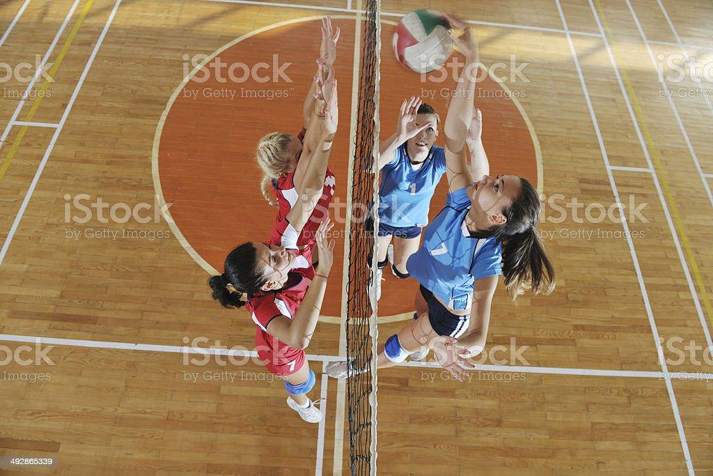 girls volleyball spielen indoor-Spiel - Lizenzfrei Aktivitäten und Sport Stock-Foto