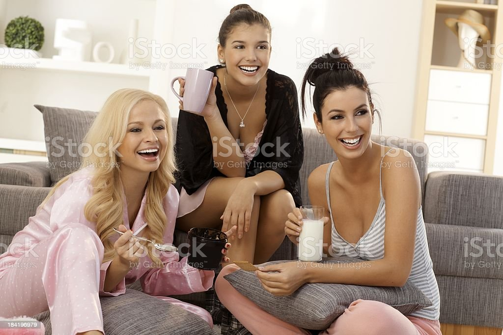 Девушки у себя дома (20 фотографий)