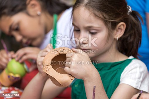 istock Girls who paints a ceramic bowl 540567730