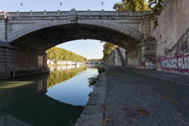 giuseppe mazzini bridge over tevere river - roma foto e immagini stock