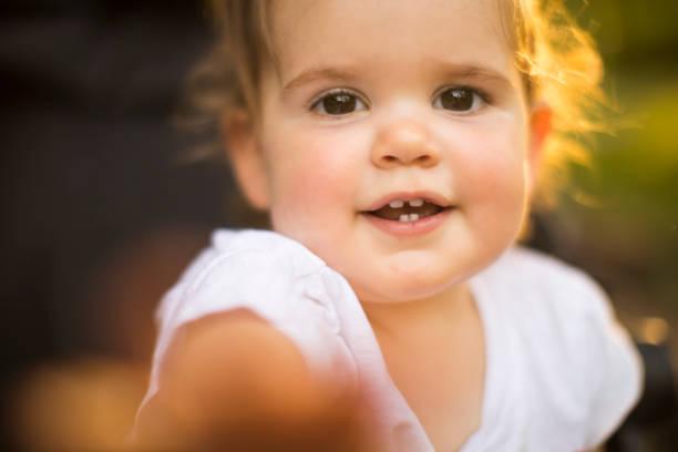 ver onu bana! - baby teeth stok fotoğraflar ve resimler