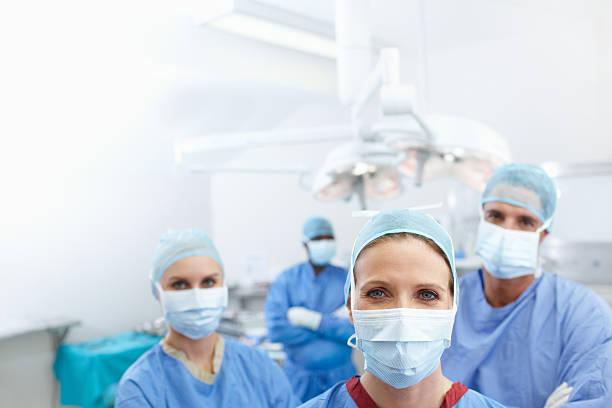 Gib diese brillant Chirurgen eine stimme mit dem text – Foto