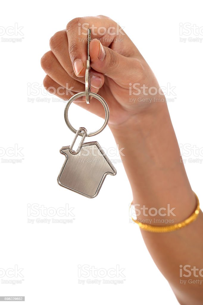 Giving house key with a key chain house shape foto royalty-free